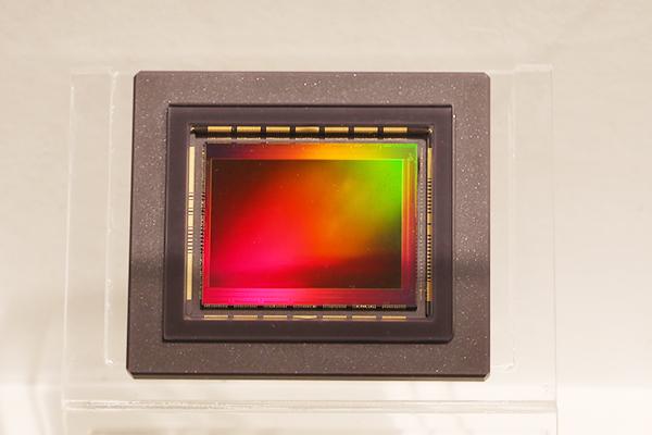 [2015 CP+] 比人眼還高的解析度!Canon 展出 1 億 2 千萬畫素相機感光元件