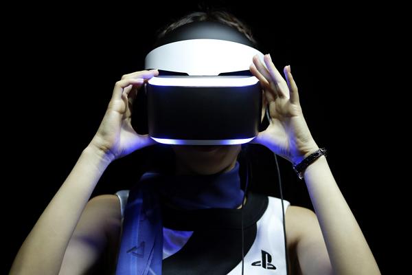 Sony 強勢進軍虛擬實境 首款頭戴裝置確定明年登場!
