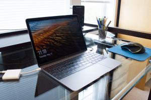 Apple 糗了!新 MacBook 居然跟 Windows 10 比較合!