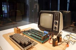 不識貨的代價!婦人將百萬古董 Apple 電腦拿去回收