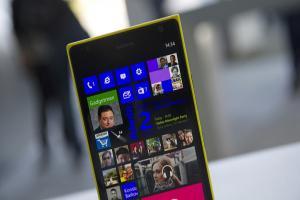 手機賣不好生氣了?微軟怒請7800名員工走人!