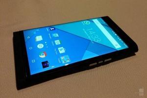 實機照現身 黑莓新 Android 手機可滑出鍵盤!