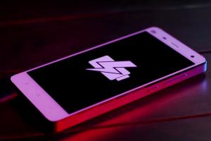 永遠充不飽? 2015 年充電最慢手機排行榜!