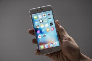 iOS 9 鎖定畫面漏洞! 用 Siri 就能跳過?