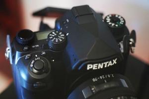 相機螢幕角度隨你調?Pentax 全片幅單眼細節設計釋出!