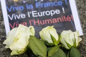 巴黎恐怖攻擊過後 三大網路社群各自做了努力!