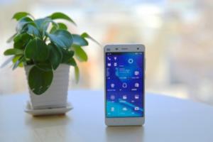為微軟而生? 小米 4 現在也能用 Windows 10!