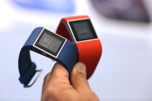 穿戴裝置發展現況:Fitbit 超越 Apple、Samsung 敗給中國貨!