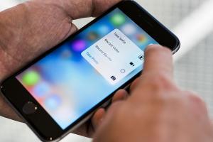 多謝 Apple!明年智慧手機  這項功能將成「標準配備」!