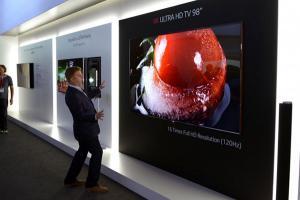 [2016 CES] 超大超細緻!LG 推出 98 吋 8K 解析度電視