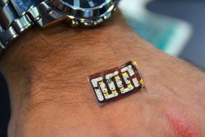 穿戴裝置不用充電了!神奇晶片直接從人體取電