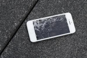 iPhone 螢幕摔壞了?沒關係!Apple 幫你舊換新!