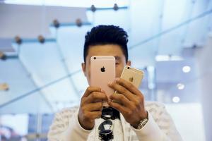 Tim Cook 一張照片毀了 iPhone 相機形象!遭網友嗆:換支三星手機吧!