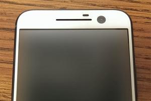 iPhone 既視感? HTC M10 白色款諜照曝光!