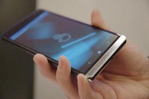 [2016 MWC]HP 推出最強 Windows Phone! 可變手機、電腦和「筆電」?