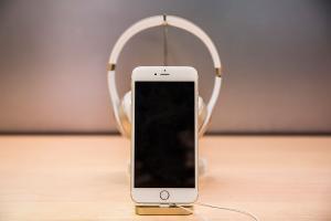 用磁力連接!iPhone 7 將推「兩用式」耳機?