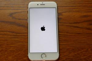 毛毛的!iPhone 用戶收到 1970 年的「鬼來信」!