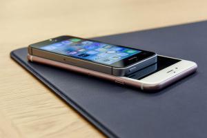 到底是誰在搶買 iPhone SE?答案竟然是......