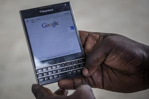 比 iPhone 還不安全?BlackBerry 手機遭警方破解已有 6 年!