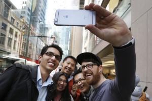 搶救銷量出絕招!iPhone「十週年紀念版」傳明年將登場?