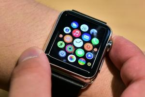 偏要和 iPhone 8 不同?新款 Apple Watch 傳取消 OLED 螢幕!