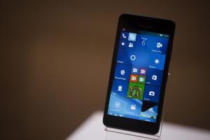 Windows 手機還沒被放棄?微軟:下一款高階機種絕對創新!