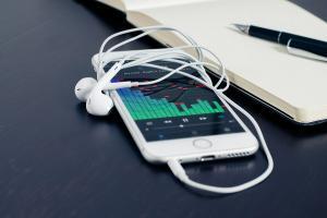 全力抗衡 Spotify?傳 Apple 砸錢收購這家串流音樂公司!
