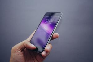 借手機怕曝光 LINE 訊息?簡單 2 招讓手機畫面「很安全」!