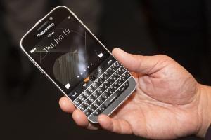 黑莓 Classic 手機正式停產!美國政府決定改用三星手機?