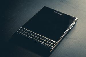 終於放手了?BlackBerry 傳月底結束手機製造!