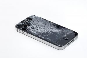 心都碎了!最慘 iPhone 變形悲劇在此!