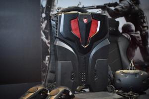 最輕盈的電競桌機?微星 VR ONE 背包在台亮相!