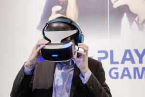 HTC Vive 勁敵來了!Sony PS VR 今天正式開賣!