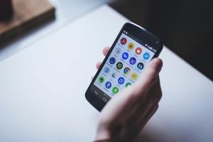 學會這 4 大好用手勢!Android 手機體驗一秒提升!