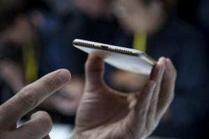 網友崩潰!iPhone 7 耳機轉接器用一個月後竟變這樣!