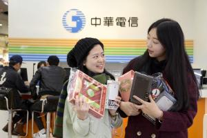 攜手 5 大手機品牌,中華電信推出「耶誕升級版資費」!