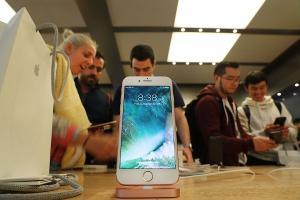 iPhone 8 螢幕唯一首選?Apple 再次找上三星!