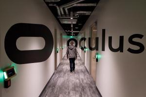 祖克柏親自到訪,Oculus 揭開新一代 VR 互動方式!