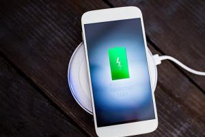 Apple 秘密產品研發中!可透過 Wi-Fi 替 iPhone 充電!