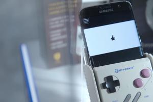 滿滿童年回憶的 GameBoy 回來了!可插遊戲卡帶的手機殼