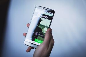你也愛用嗎?Spotify 數據透露台灣人聽音樂的小祕密!