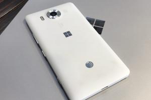 未放棄行動市場!傳微軟將推一款全新 Windows 10 高階行動裝置!