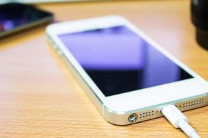 再快一點!提升 iPhone 充電效率原來還有這 3 招!