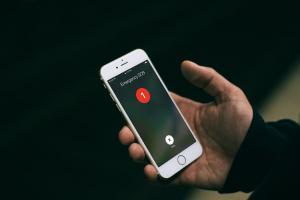 蘋果新專利! iPhone 用戶能在緊急時刻用指紋報警