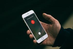 緊急狀況求救!Apple iOS 11 測試版中加入「SOS」快速鍵功能
