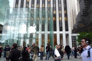 迎接 iPhone 8 產能挑戰,富士康加碼增聘員工!