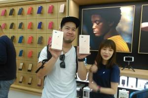 iPhone 8 上市首日蘋果直營店直擊!官網明天開放第二梯次預約可現取