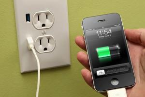 手機充電為何非得要用原廠充電器?真正的原因是這樣的...