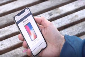 iPhone X「劉海」螢幕有瑕疵?國外實測影片驚現小黑點!