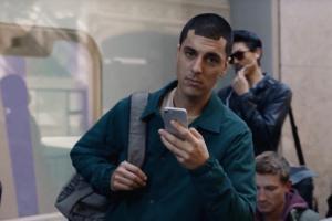 三星嘲諷蘋果 iPhone 痛點:是時候跟 Galaxy Note 8 一起長大了!